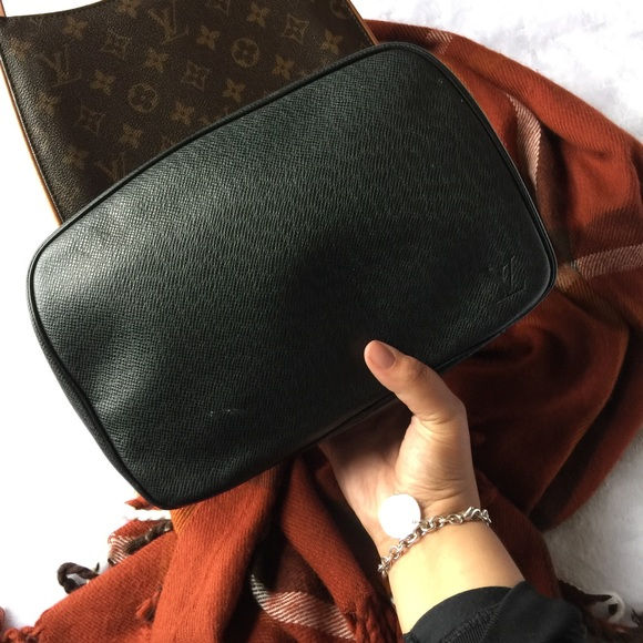 Louis Vuitton Handbags - 🍁Louis Vuitton Taiga Toiletry GM Ardoise